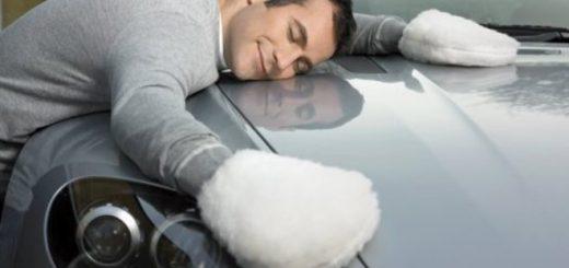 Чтобы сохранять нормальную видимость дороги, как спереди, так и сзади, нужно использовать различные средства и аксессуары для защиты стекл.